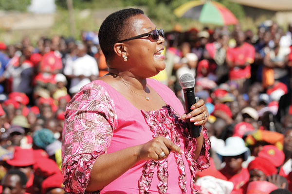 KHUPE TAKES ON TSVANGIRAI