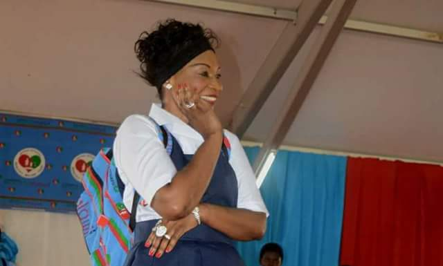 PICTURES :FIRST LADY ON THE RUNWAY