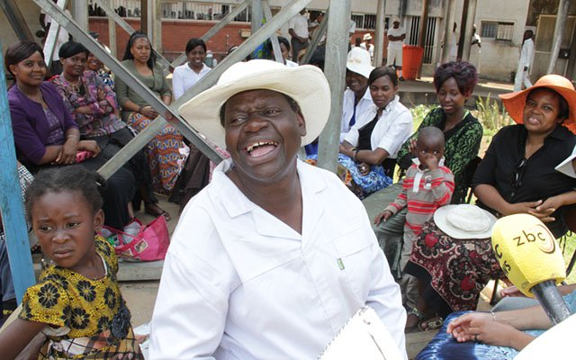 PICTURES :GUMBURA'S WIVES VISIT CLERIC IN JAIL