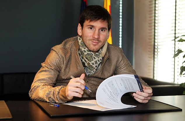 MESSI SIGNS NEW CONTRACT AT BARCELONA UNTIL 2021