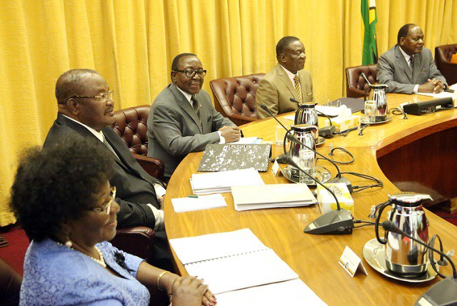 MNANGAGWA CRACKS WHIP ON MINISTERS