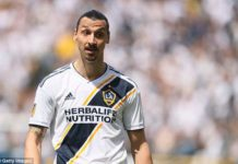 Zlatan Ibrahimovic receives red card for slapping opponent