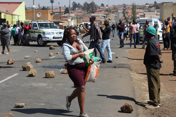 LOOTING IN SA : ZIMBAS SAFE