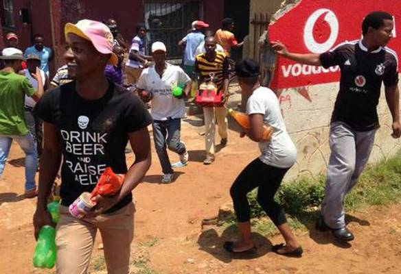 Immigrants flee Soweto attacks, looting's