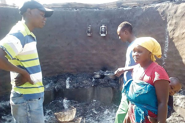 VIOLENCE : MDC SUPPORTERS ABANDON HOMES