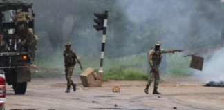 Army Takes Over As Police Fail To Contain Situation #ShutDownZimbabwe #ZimSituationUpdate