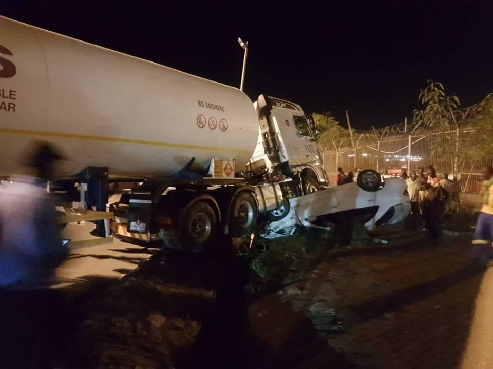 Haulage Truck Runs Over A small Car At Beitbridge Border Post, One Injured!