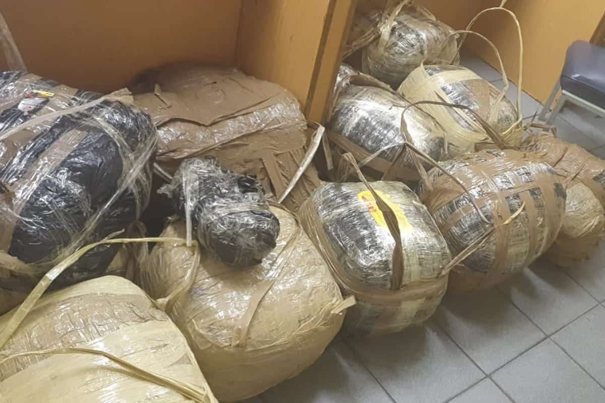 Police Officer busted while transporting 18 bags of Marijuana 'dagga'