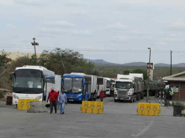 ZIMRA Refuses to Clear 12 Buses Ferrying Returnees From South Africa