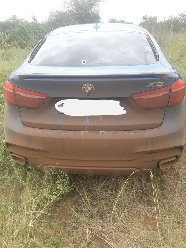 Stolen BMW X6 intercepted in Limpopo While heading to Zimbabwe!