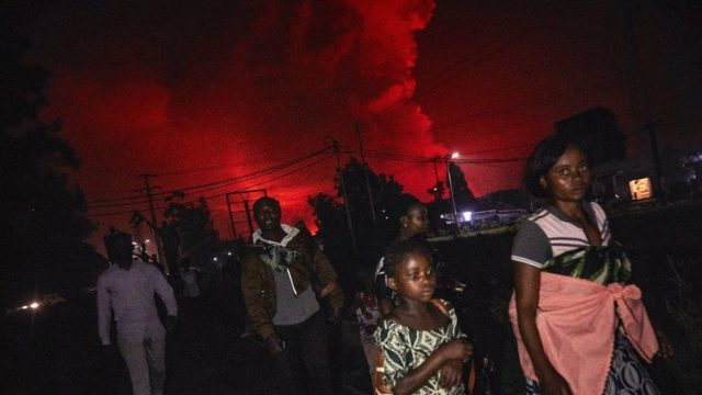 DR Congo Goma city residents flee after volcano erupts