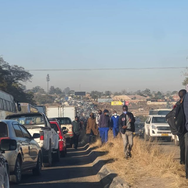 Chaos As Police Lockdown Chitungwiza - No Going Out!'